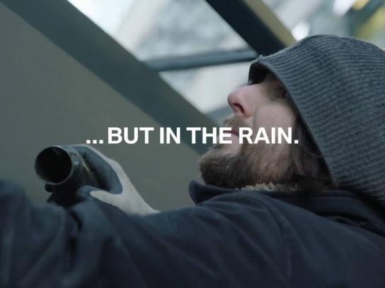 BMW Outdoor Ad - Crying billboard