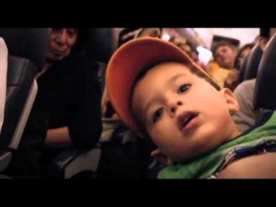 Coca-Cola Ambient Ad -  Santa Claus surprises the passengers of a commercial flight