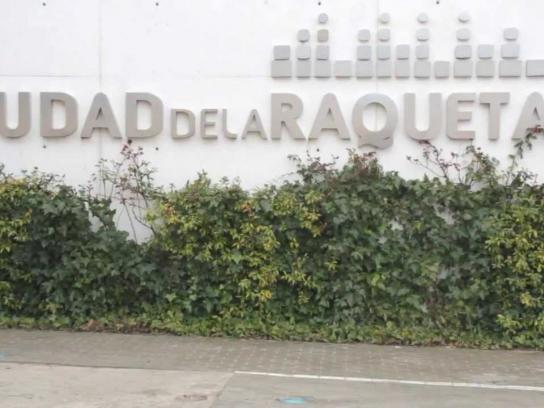 La Ciudad de la Raqueta Outdoor Ad -  Ballrocking