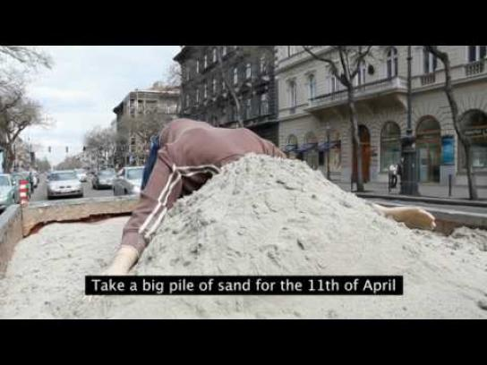 Hungarian Elections Ambient Ad -  Bury your head into the sand or Go vote!