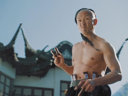 Snickers Film Ad - Kung Fu Split