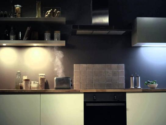 LG Film Ad -  Hard Times for old Smartphones, Toaster