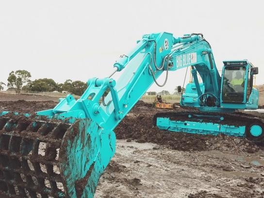 Winslow Constructors Film Ad - Big Blue
