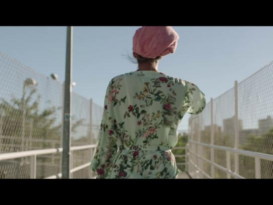 Oceano Azul Foundation Film Ad - Cotton Swab
