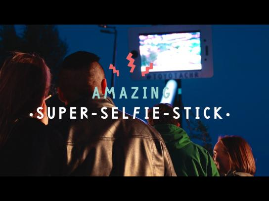 Toyota Ambient Ad - Superselfiestick