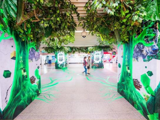 Perrier Outdoor Ad - Perrier transforms Shanghai Metro into a jungle