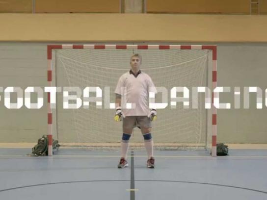 Líbero Film Ad -  Dancing Football - Techno