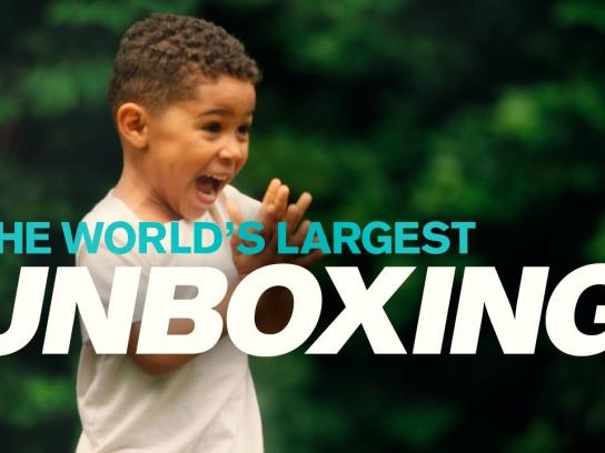 Volvo Experiential Ad - The new Volvo VNL – The world's largest unboxing