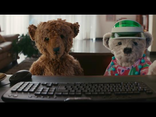 Heathrow Airport Film Ad - The Heathrow Bears Return