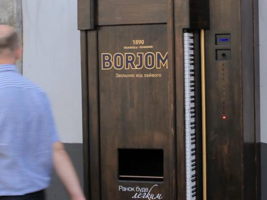 Borjomi Ambient Ad -  Piano vending