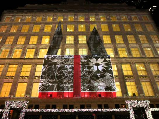 Saks Fifth Avenue Ambient Ad -  Holiday projection mapping program
