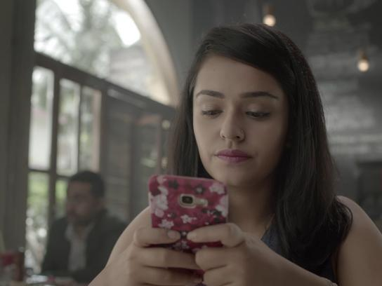 Vodafone Digital Ad - #LookUp and show some love offline this Father's Day