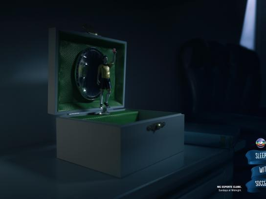 TV Globo Print Ad -  Sleep with soccer, 2