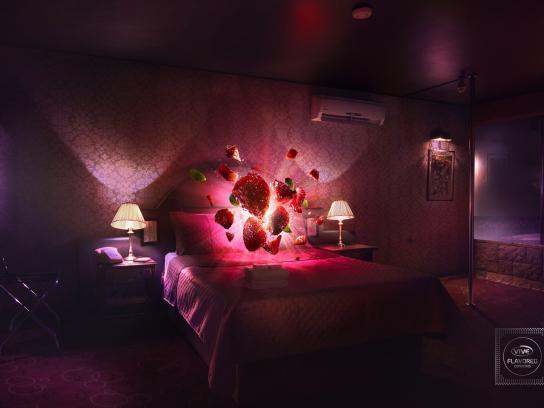 Condones Vive Print Ad - Motel
