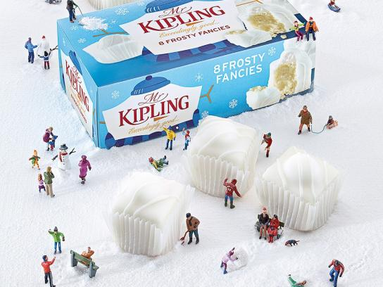 Mr Kipling Print Ad -  Snowball Fight