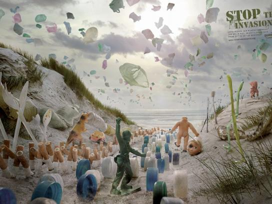 Surfrider Foundation Print Ad -  Plastic invasion