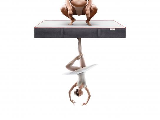 YUMI Outdoor Ad - Sleep on both sides - ballerina