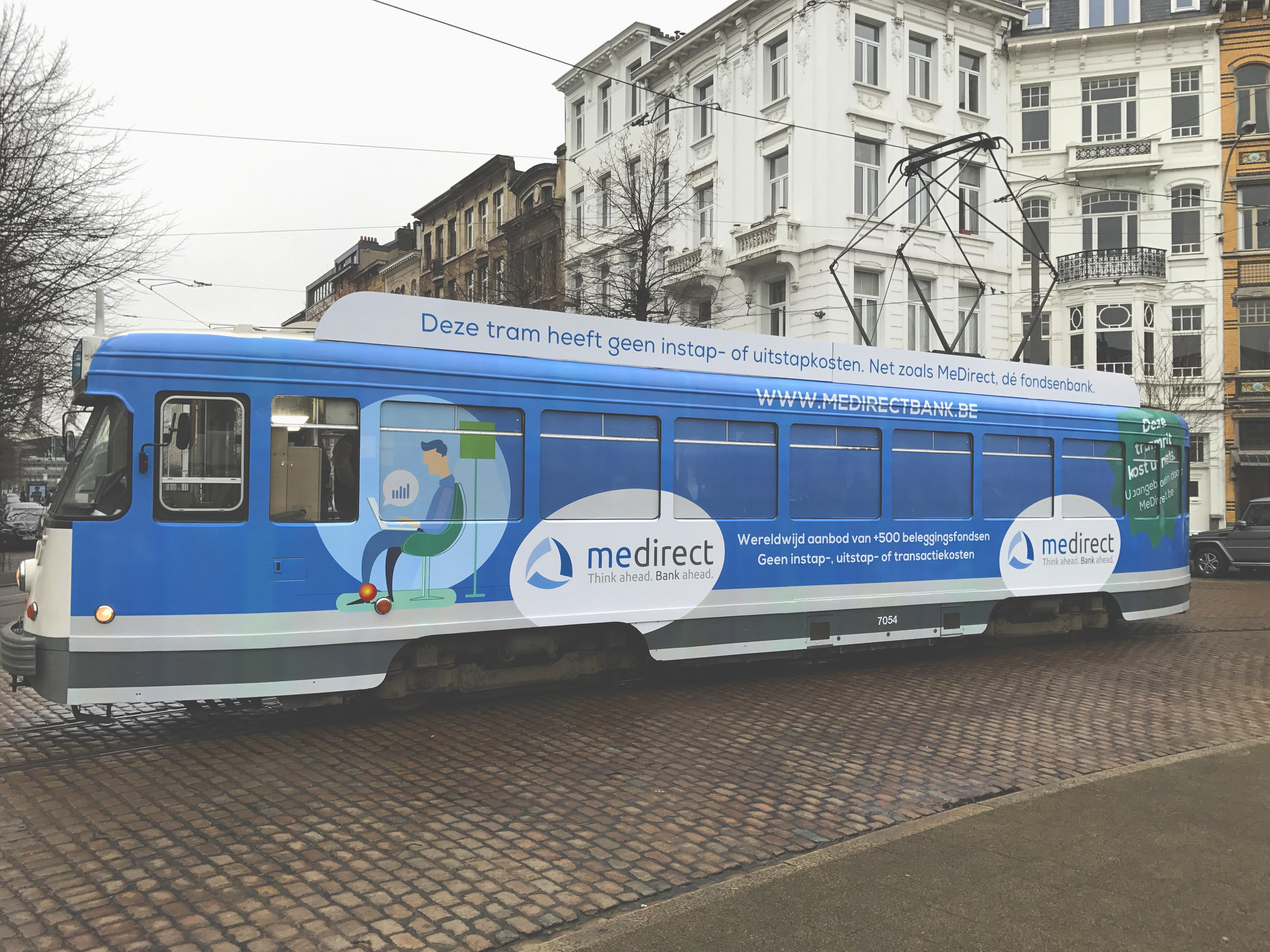MeDirect Experiential Ad - Public transport without entry or exit fees