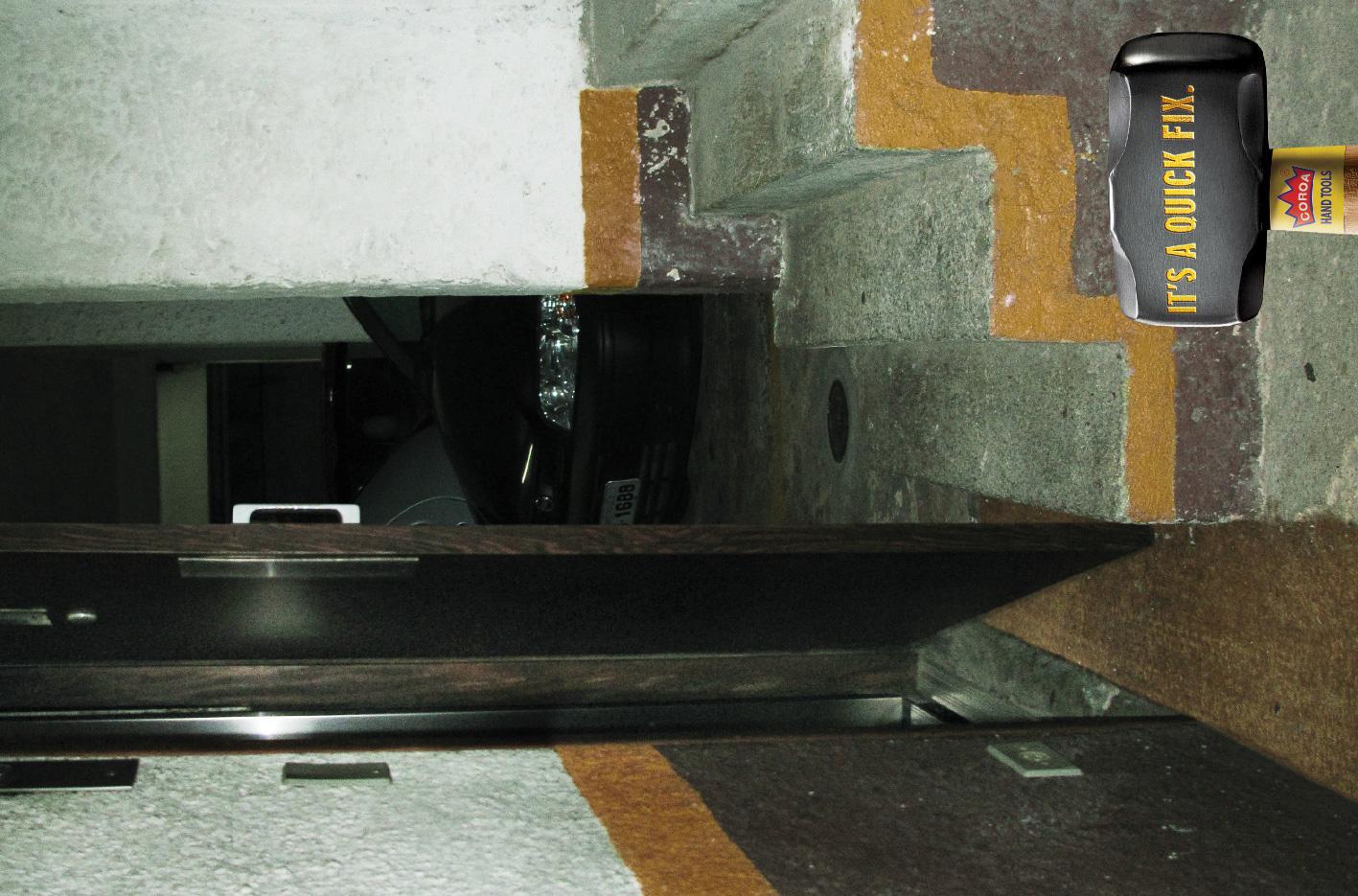 Coroa Print Ad -  Sledgehammer, Elevator