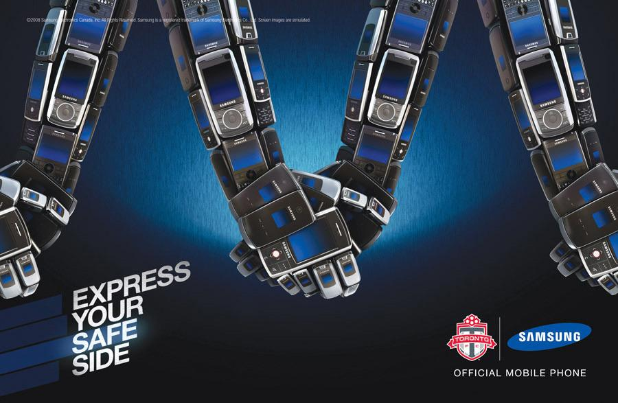 Samsung Outdoor Ad -  Express Yourself, Holding hands