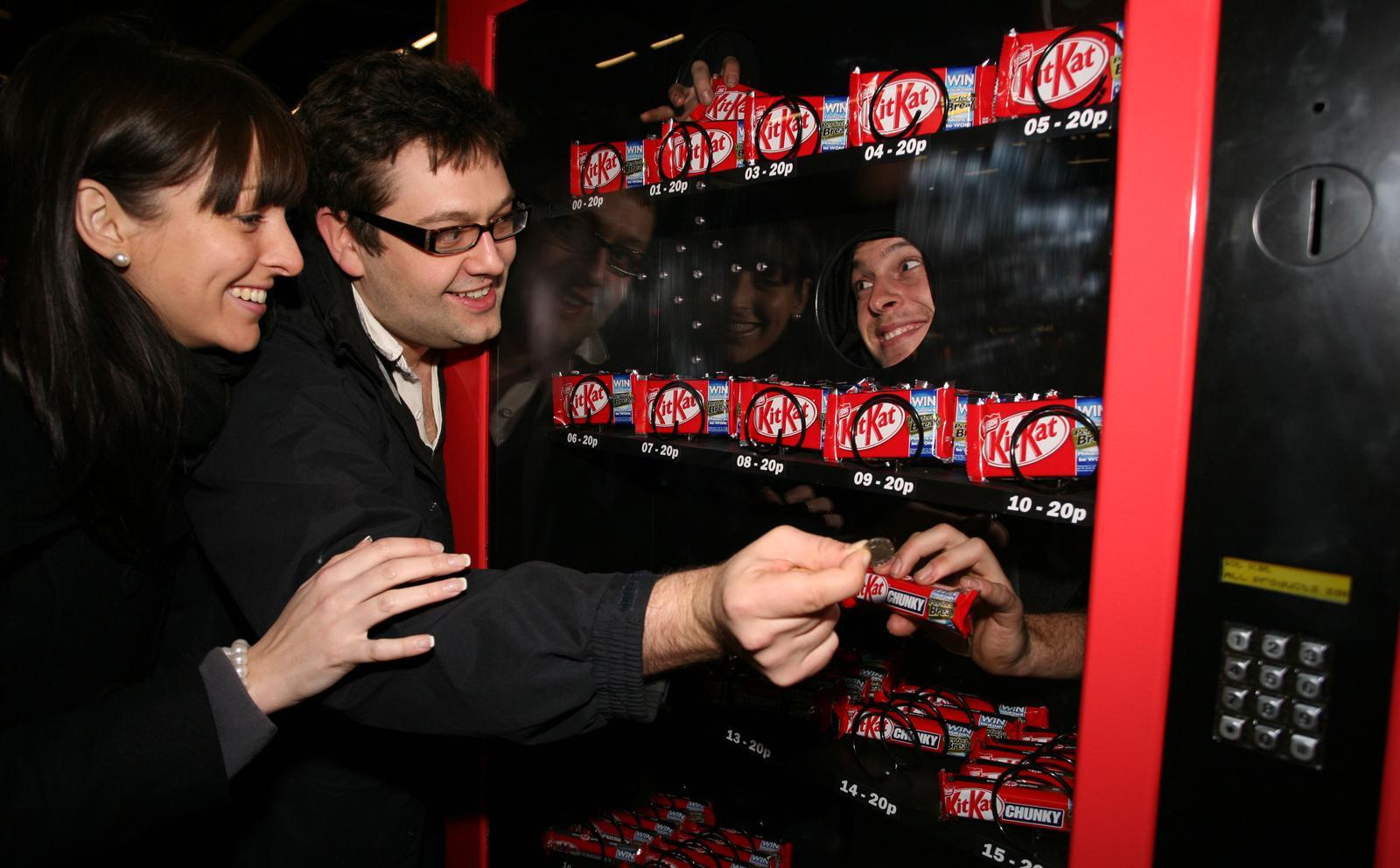 Kit Kat Ambient Ad -  Human vending machine