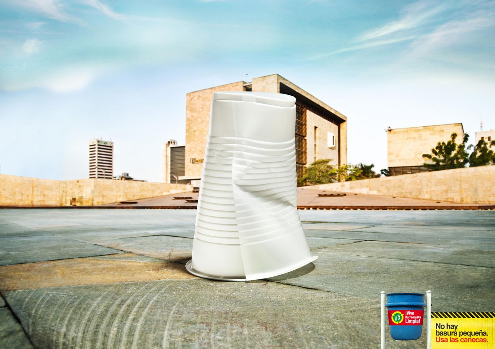Vive Barranquilla Limpia Print Ad -  Cup