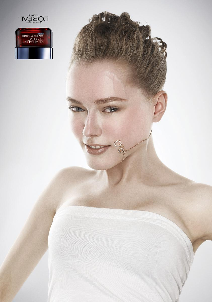 L'Oreal Outdoor Ad -  Upside down necklace