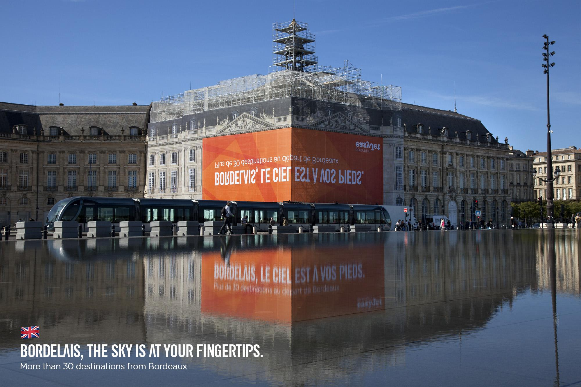 EasyJet Outdoor Ad - A Carefully Reflected Billboard